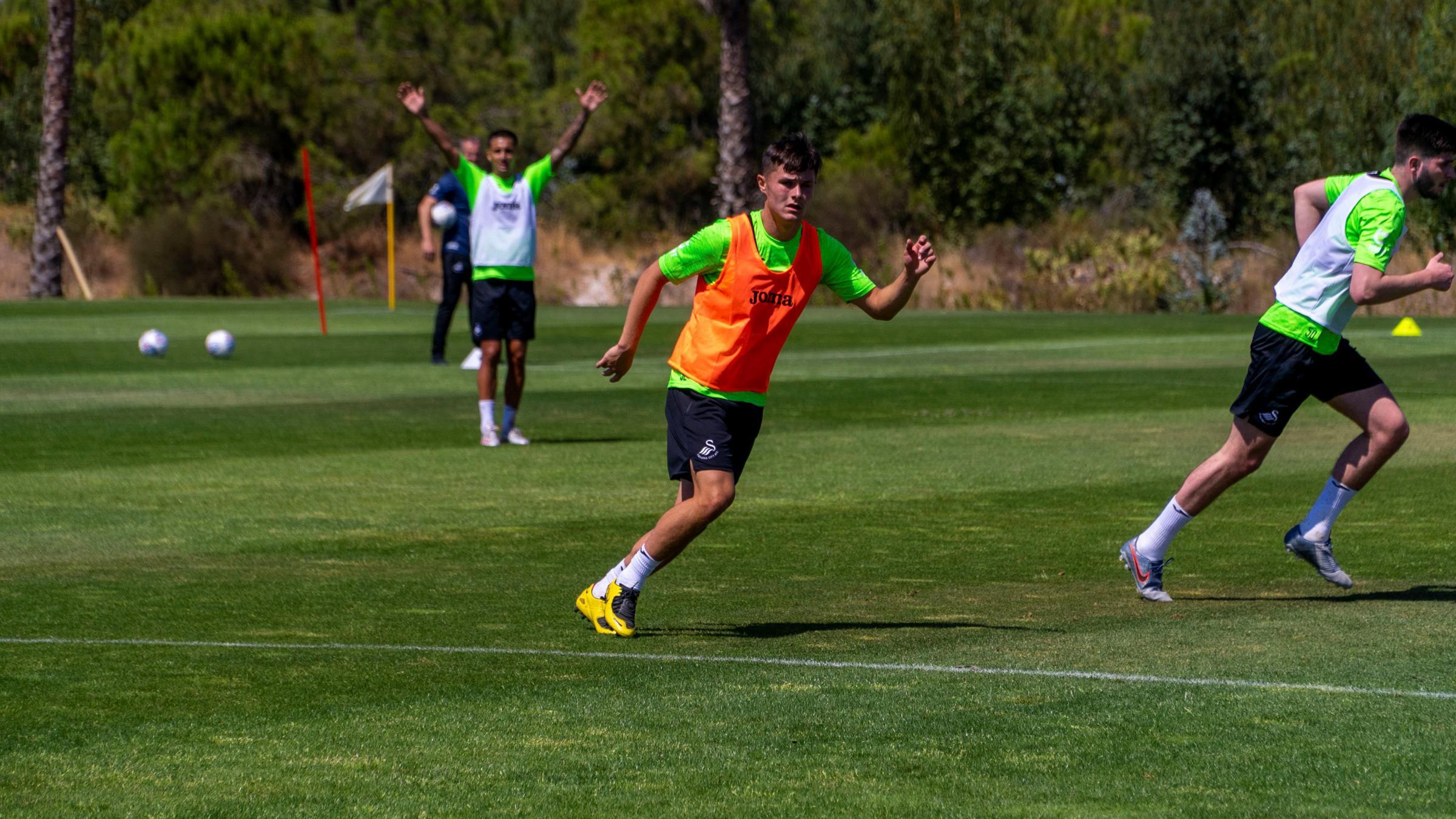 Liam Cullen training in Spain